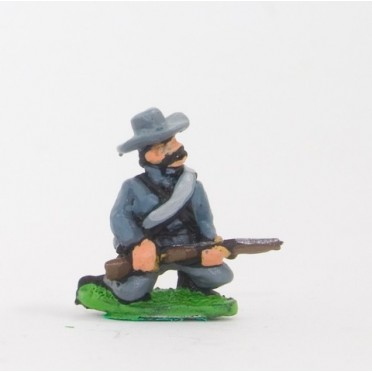 Union or Confederate: Infantry in Slouch Hat & Tunic with blanket roll: Kneeling