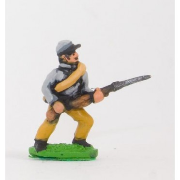 Union or Confederate: Infantry in Kepi & Tunic, with blanket roll: Advancing (fixed bayonet)