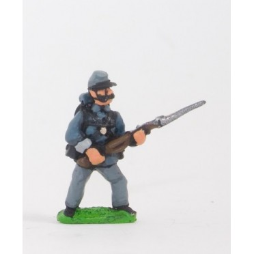 Union or Confederate: Infantry in Kepi & Tunic with Full Pack & Equipment: At the Ready (fixed bayonet)