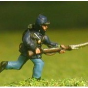 Union or Confederate: Infantry in Kepi & Tunic with Full Pack & Equipment: Charging with fixed bayonet
