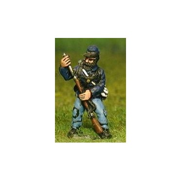 Union or Confederate: Infantry in Kepi & Tunic with Full Pack & Equipment: Loading