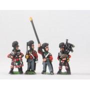 British 1814-15: Command: Highlander Officers, Standard Bearers & Drummer in kilt pas cher
